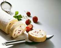 Strawberry and cream roulade 22199036004  写真素材・ストックフォト・画像・イラスト素材 アマナイメージズ