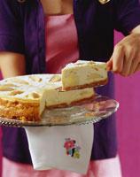 Apple cheesecake with zwieback base