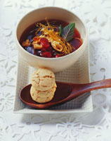 Cranberry soup with caramel strands 22199036255| 写真素材・ストックフォト・画像・イラスト素材|アマナイメージズ