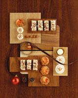 Nut slices, coconut balls etc 22199036347| 写真素材・ストックフォト・画像・イラスト素材|アマナイメージズ