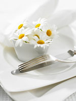 Table decoration of marguerites