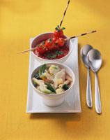 Minestrone & tomato soup garnished 22199036652| 写真素材・ストックフォト・画像・イラスト素材|アマナイメージズ
