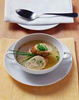 Beef broth with sausagemeat strudel 22199037355| 写真素材・ストックフォト・画像・イラスト素材|アマナイメージズ