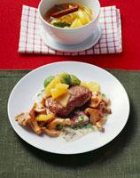 Fried venison escalopes 22199037368| 写真素材・ストックフォト・画像・イラスト素材|アマナイメージズ