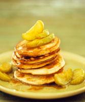 Pancakes with apple wedges 22199037591  写真素材・ストックフォト・画像・イラスト素材 アマナイメージズ