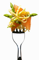 Linguine with salmon and asparagus