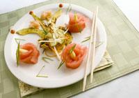 Asian appetiser with tuna rolls 22199039427| 写真素材・ストックフォト・画像・イラスト素材|アマナイメージズ
