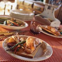 Smoked salmon served on maple platter 22199039859| 写真素材・ストックフォト・画像・イラスト素材|アマナイメージズ