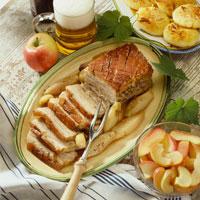 Roast pork with crackling and caraway 22199039927| 写真素材・ストックフォト・画像・イラスト素材|アマナイメージズ