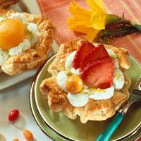 Filled puff pastry nests 22199040079  写真素材・ストックフォト・画像・イラスト素材 アマナイメージズ