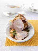 Roast pork, partly carved, with gravy 22199044522| 写真素材・ストックフォト・画像・イラスト素材|アマナイメージズ