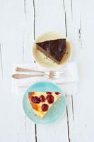 A piece of cherry cheesecake 22199044698  写真素材・ストックフォト・画像・イラスト素材 アマナイメージズ
