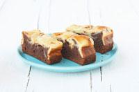 Three chocolate cheesecake brownies 22199044700  写真素材・ストックフォト・画像・イラスト素材 アマナイメージズ