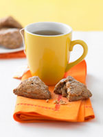 Nut cookies and a mug of tea 22199045700| 写真素材・ストックフォト・画像・イラスト素材|アマナイメージズ