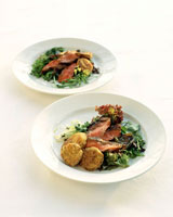 Roast beef on salad leaves