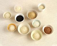 Various types of rice in bowls 22199045941| 写真素材・ストックフォト・画像・イラスト素材|アマナイメージズ