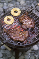 Beef steaks and pineapple slices on the barbecue 22199048049| 写真素材・ストックフォト・画像・イラスト素材|アマナイメージズ