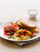 Pepper and tomato salad with mozzarella and toast 22199055892| 写真素材・ストックフォト・画像・イラスト素材|アマナイメージズ