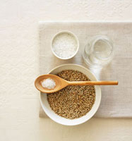 Rye,salt and water (bread ingredients) 22199056540| 写真素材・ストックフォト・画像・イラスト素材|アマナイメージズ