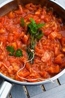 Tomato sauce with bunch of herbs in pan 22199056641  写真素材・ストックフォト・画像・イラスト素材 アマナイメージズ
