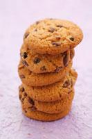 Six chocolate chip and raisin cookies