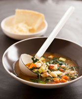 Minestrone al parmigiano (Vegetable soup with Parmesan,Ita 22199056822| 写真素材・ストックフォト・画像・イラスト素材|アマナイメージズ