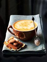 Cappuccino and chocolate 22199056842  写真素材・ストックフォト・画像・イラスト素材 アマナイメージズ