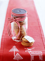 Spice biscuits to give as a Christmas gift