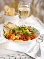 Pasta with tomatoes and rocket
