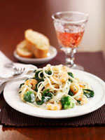 Linguine with broccoli and prawns