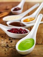 Various savoury sauces in spoons 22199057017  写真素材・ストックフォト・画像・イラスト素材 アマナイメージズ