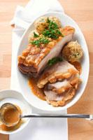 Roast pork with crackling with beer gravy & pretzel dumpling 22199057055| 写真素材・ストックフォト・画像・イラスト素材|アマナイメージズ