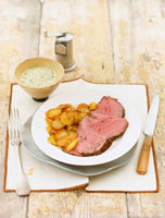 Slices of roast beef with fried potatoes and remoulade 22199057324  写真素材・ストックフォト・画像・イラスト素材 アマナイメージズ