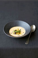 Shellfish soup with green asparagus and morels 22199057383| 写真素材・ストックフォト・画像・イラスト素材|アマナイメージズ