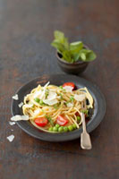 Linguine with cherry tomatoes,peas and mint