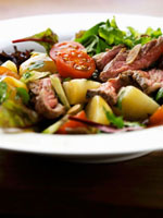 Mixed vegetable salad with roast beef