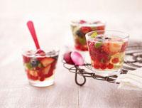 Cold berry soup with basil 22199057847| 写真素材・ストックフォト・画像・イラスト素材|アマナイメージズ