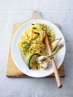 Spaghetti with garlic and lime