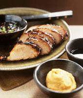 Pork tenderloin (pork fillet) with mustard 22199058752| 写真素材・ストックフォト・画像・イラスト素材|アマナイメージズ