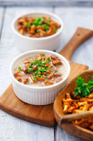 Chanterelle soup with sour cream and parsley
