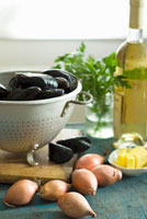 Mussels in colander with shallots,butter and white wine