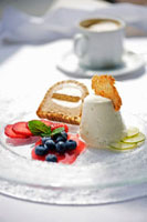 Lime ice cream with cinnamon parfait and fresh berries