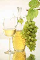 White wine in glass and bottle,green grapes 22199060172  写真素材・ストックフォト・画像・イラスト素材 アマナイメージズ