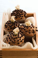 Chocolate cupcakes with marzipan roses in wooden box
