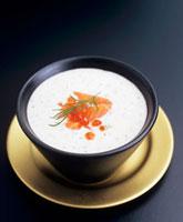 Cold cream of salmon soup with caviar and dill 22199061027| 写真素材・ストックフォト・画像・イラスト素材|アマナイメージズ