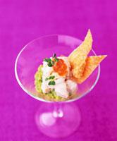 Crab cocktail in a glass with crispy wonton pastry 22199061041| 写真素材・ストックフォト・画像・イラスト素材|アマナイメージズ