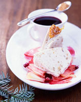 Walnut ice cream gugelhupf with mulled wine espresso