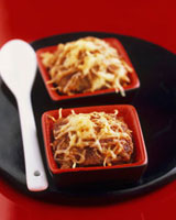 Cassolette of beef with melted cheese 22199061102| 写真素材・ストックフォト・画像・イラスト素材|アマナイメージズ