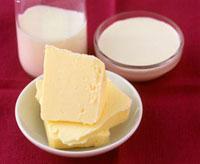 Still life with butter,creme fraiche and cream 22199061105| 写真素材・ストックフォト・画像・イラスト素材|アマナイメージズ