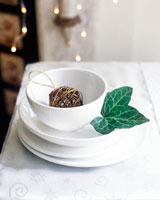Christmas place-setting with ivy leaf